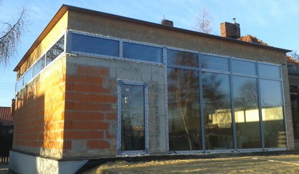 Szklana fasada w domku